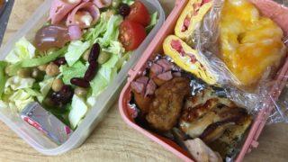 鏡の前で食べる・・・「1人の食事を簡単においしくする方法」らしい、母子弁当、昨日の孤食